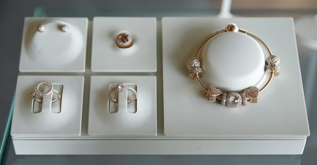 224b9b9e6 As we saw in previous campaign images, the PANDORA Autumn 2017 Collection  is full of gorgeous PANDORA Rose pieces. Here we can see the new completely  Rose ...