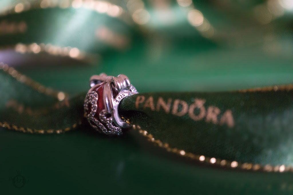 B800641 Exclusive Holiday Shine Bright Charm & Ornament Inspired By the Radio City Rockettes pandora theartofpandora the official pandora becharming.com becharming mall of america winter valentines day summer spring autumn 2018 2017 new collection free gift pandora catalog catalogue