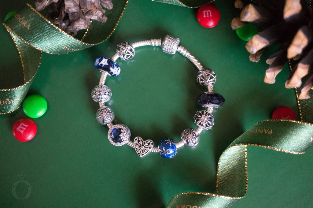 796357EN63 pandora wintry delight 796361NCB PANDORA royal blue galaxy charm B800647 pandora 796463CZ Disney Mickey Minnie Love Icons Charm limited edition free gift clutch bag winter 2017 2018 valentines day summer spring autumn the official pandora uk estore us usa america best christmas gift popular top ten becharming becharming.com 796361NCB PANDORA royal blue galaxy charm