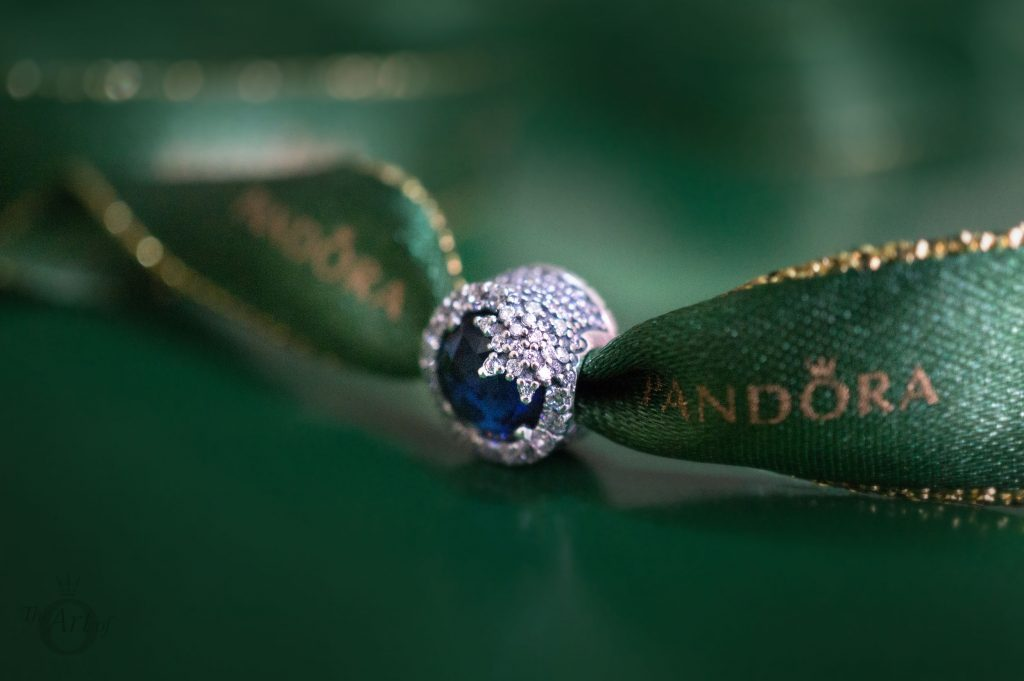 PANDORA becharming.com becharming B800643 winter 2017 2018 valentines summer spring autumn theartofpandora the official pandora uk estore 796358NTB Dazzling Snowflake gift set PANDORA signature bracelet 590723CZ Shining Path clips 791972CZ Dazzling Snowflake charm 796358NTB