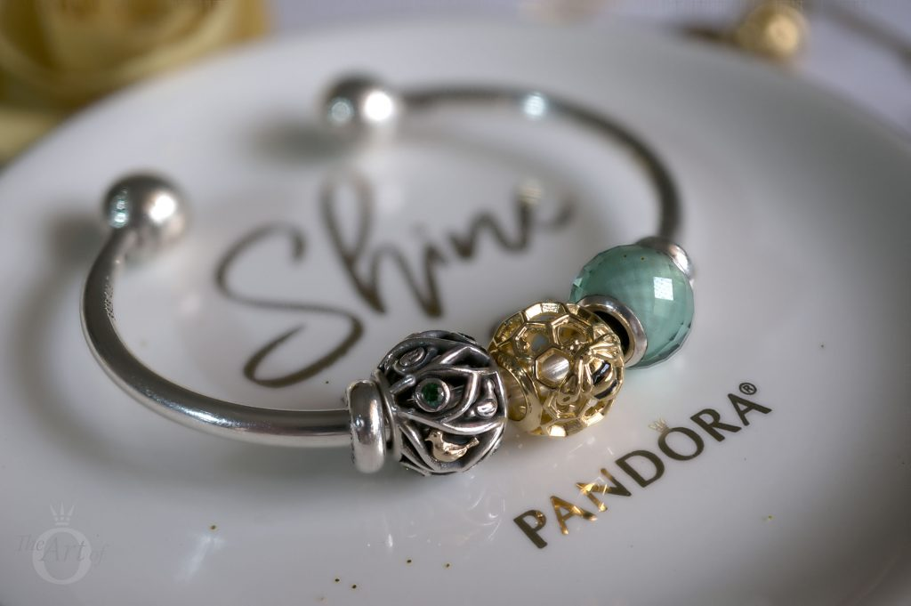 PANDORA Shine Spring 2018 Summer Mothers day free gift clutch bag purse ring dish sale Honeybee Charm queen bee hive becharming becharming.com the official pandora theartofpandora estore blog blogger review